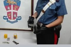 28enne arrestato per possesso di droga e di una pistola