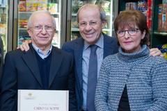 Salumeria La Notte: a Carlo e Rita l'onorificenza di decani del commercio