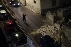 Crolla parte di una muratura in tufi in vico Fragata a Monte