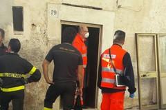 61enne trovato morto all'interno della sua abitazione