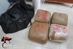 Blitz a Brindisi, sgominata la banda che aveva intenzione di scaricare droga dall'Albania a Bisceglie