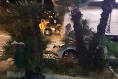 Auto fuori strada in via Pasubio