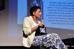 """Elena Dell'Aquila presenta il suo libro """"Analisi illogica dell'amore"""""""