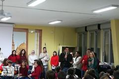 """L'Erasmus Chorus e gli studenti del liceo Einstein di Molfetta cantano il Natale alla """"Riccardo Monterisi"""""""