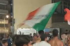 Italia finalista agli Europei, caroselli e festeggiamenti per le strade