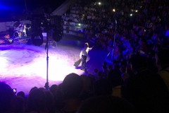 """""""La macchina della felicità"""" di Insinna trova carburante nell'entusiasmo del Teatro Mediterraneo"""