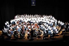 """L'orchestra della """"Monterisi"""" ospite della manifestazione Happiness Trains al Petruzzelli"""