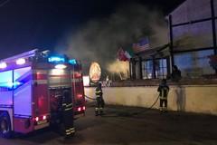 Incendio in una pizzeria di via Capitini: una stufa prende fuoco