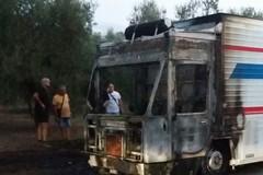 Fiamme da furgone destinato alla vendita di alimenti sulla provinciale Bisceglie-Andria