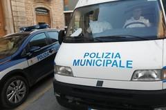 Polizia Locale in azione durante il mercato settimanale