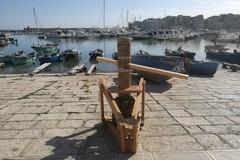 Restaurato l'argano in legno di via La Spiaggia
