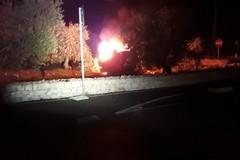 Auto si ribalta e prende fuoco sulla Bisceglie-Corato