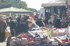 Mercato straordinario nel rione San Pietro