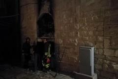 Incendio nei pressi della scuola Dino Abbascià, bloccati i presunti autori