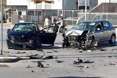 Scontro fra due auto in via Ruvo: 5 persone coinvolte