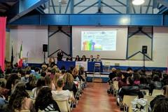 """Giornata mondiale contro l'omofobia, gli studenti del """"Dell'Olio"""" ci mettono la faccia"""