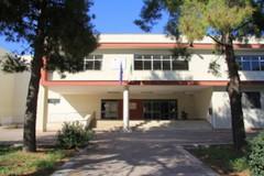 """Ex sede dell'istituto """"Sergio Cosmai"""" ancora in fiamme"""