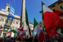 Conte-bis chiede la fiducia alla Camera, Fratelli d'Italia e Lega in piazza