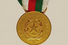 Medaglia d'Oro al Valor Civile per Sergio Cosmai. La vedova: «Lo Stato glielo doveva»