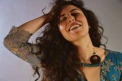 La cantautrice Melga si esibisce al Giardino botanico Veneziani