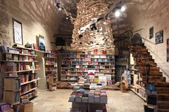 Gli auguri del Bookstore Mondadori al sindaco Angelantonio Angarano