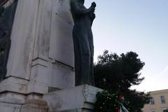 Oltraggiato il monumento ai Caduti di piazza Vittorio Emanuele II