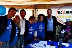 """Raccolta firme di Bisceglie 5 Stelle a sostegno del progetto """"Plastic free"""""""