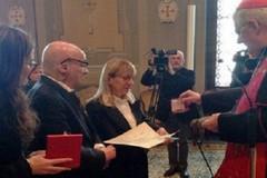 Papa Francesco insignisce con l'onoreficenza pontificia Pasquale Padovano, unico sopravvissuto della tragedia di Linate