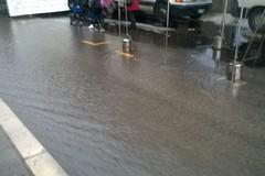 Fiumi d'acqua e traffico in tilt in zona Seminario