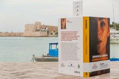 """Cinque libri giganti sul porto di Trani per il premio """"Fondazione Megamark-Incontri di dialoghi"""""""