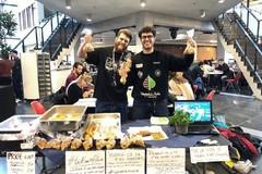 Studente biscegliese spopola con la vendita di prodotti tipici in un'Università olandese