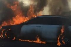 Veicolo in fiamme sulla statale 16 bis