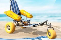 Baywatch acquista una sedia Job per disabili grazie ai fondi del 5x1000