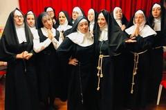 """""""Sisters Act"""" della Compagnia Fagipamafra scalda il Politeama"""