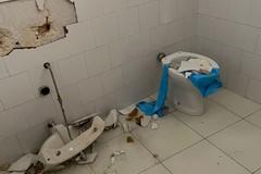 Vandalizzati camerini e bagni del Teatro Mediterraneo, lo sdegno di Angarano