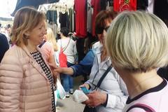Elezioni, Tonia Spina a contatto coi cittadini in zona mercato