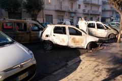 Via Luigi Papagni, a fuoco tre auto nella notte