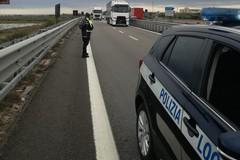 Auto si blocca sulla statale, a bordo una donna incinta