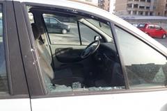 Auto vandalizzata nel parcheggio della stazione ferroviaria