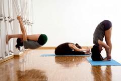 Lezione di yoga al Teatro Mediterraneo