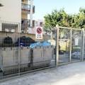 Una recinzione per l'area che raccoglie i rifiuti dell'ospedale