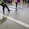 Traffico in tilt e allagamenti nei pressi della scuola di Carrara Reddito