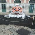 Babbo Natale fa la sua comparsa davanti al Teatro Garibaldi