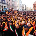 Il sindaco Angarano coi gilet arancioni