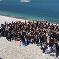"""Dalle parole ai fatti: gli studenti del liceo  """"da Vinci """" ripuliscono spiaggia e quartiere"""