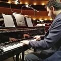 Il maestro Nico Arcieri suona in occasione della giornata mondiale dei Rom