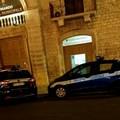 Giovane in stato confusionale nel centro storico, intervento della Polizia Locale