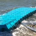 Rampa per l'accesso dei disabili in spiaggia sgretolata dalle onde