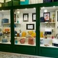 Giovani artisti pugliesi espongono nelle vetrine di un negozio