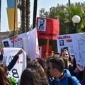 Ricordo ed emozione, gli studenti rendono omaggio alle vittime innocenti di mafia